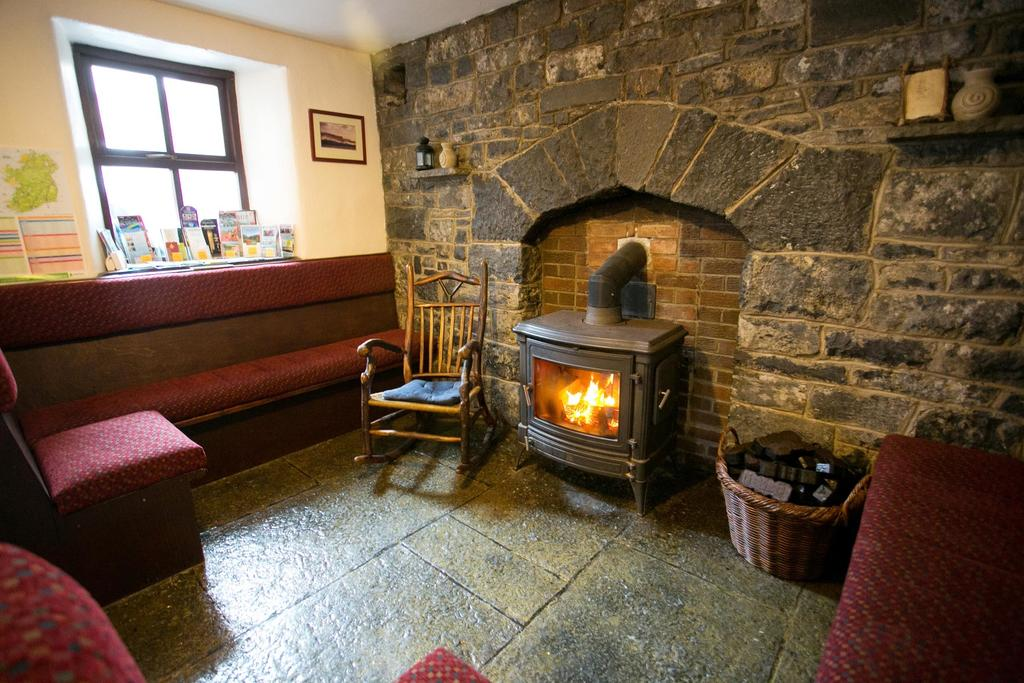 Aille River Hostel & Camping Doolin cozy fireplace