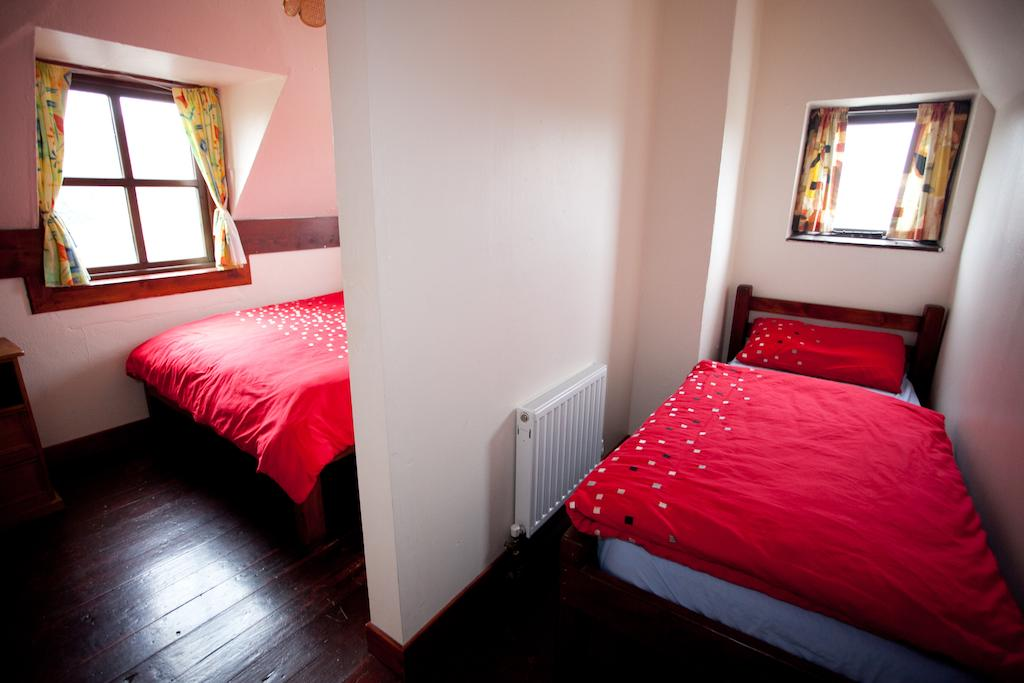 Aille River Hostel & Camping Doolin double room
