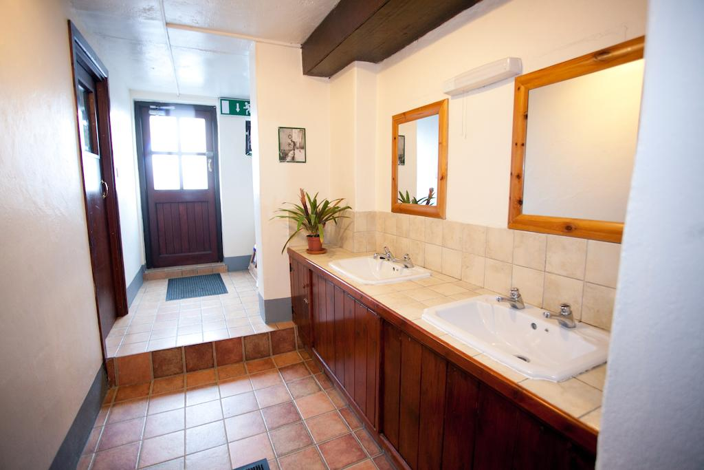 Aille River Hostel & Camping Doolin lavatory