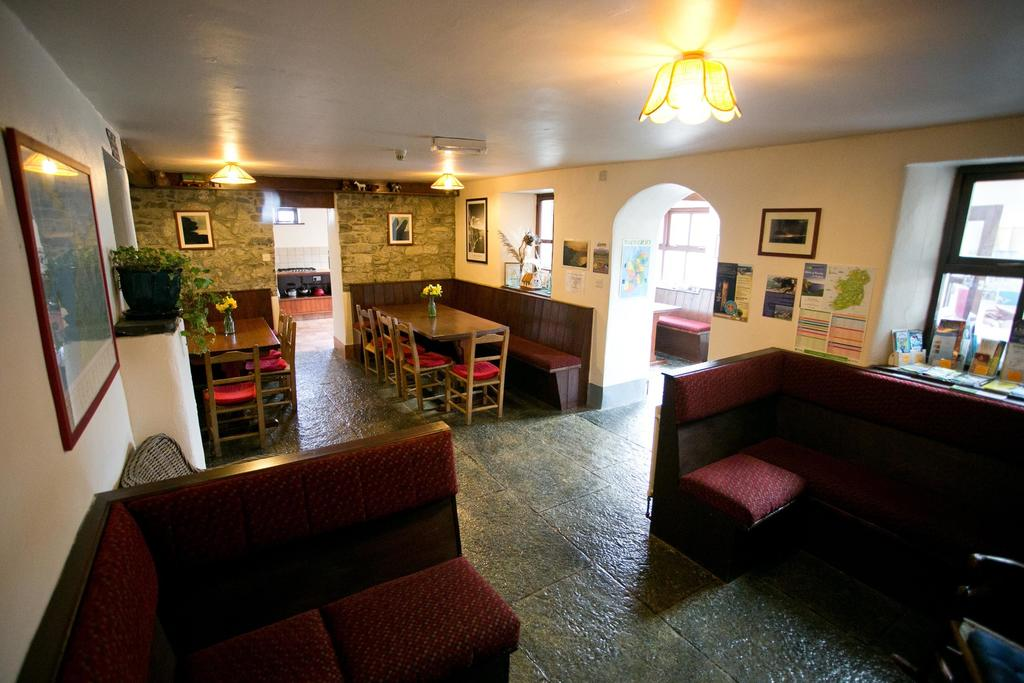 Aille River Hostel & Camping Doolin lobby and dining area