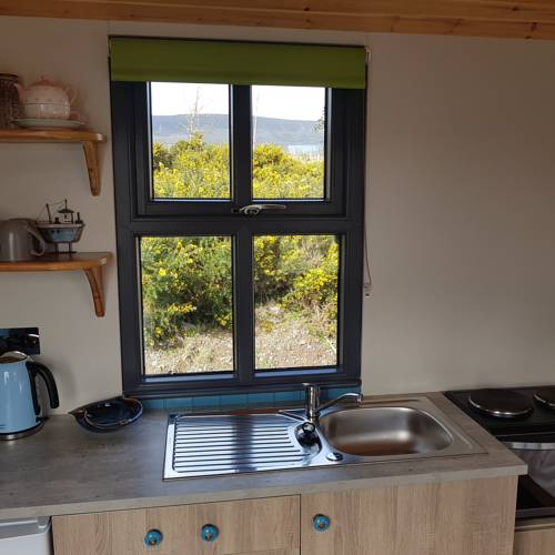 Dingle Way Glamping small kitchen