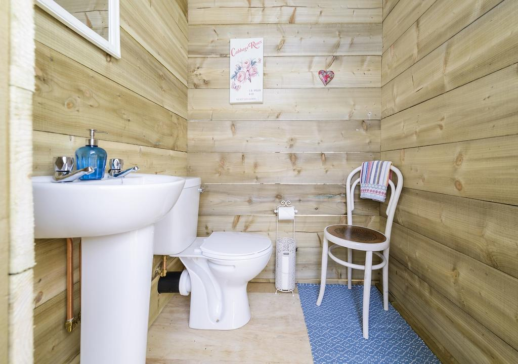 Killarney Glamping at the Grove, Suites and Lodges bathroom