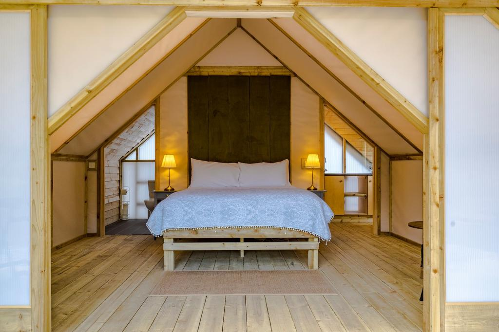 Killarney Glamping at the Grove, Suites and Lodges - Total ...