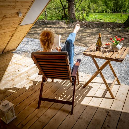 Killarney Glamping at the Grove, Suites and Lodges guests enjoying their stay