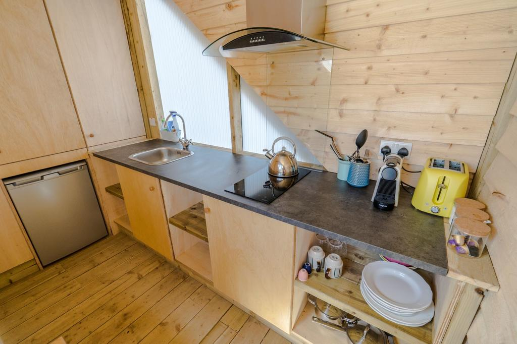 Killarney Glamping at the Grove, Suites and Lodges kitchennette 2