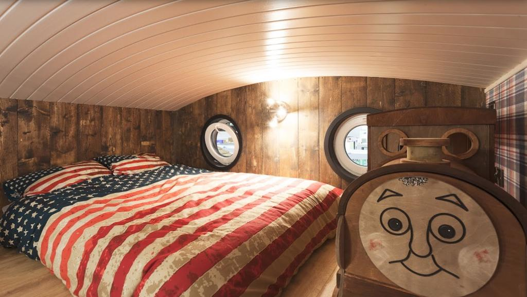 Gorestown Glamping Chalets Bed 2